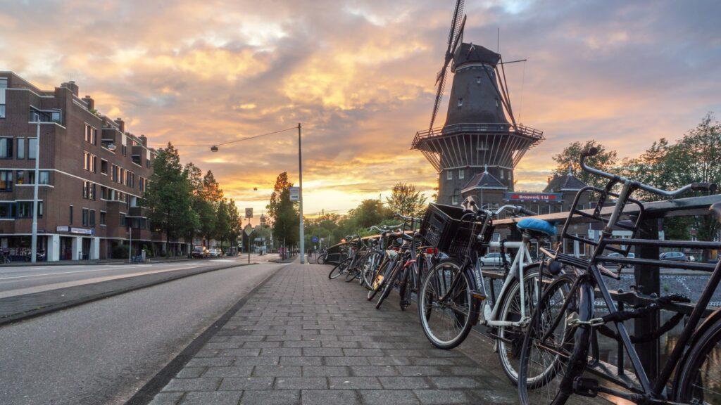 togrejse-holland-studietur-alfa-travel-solnedgang-mølle