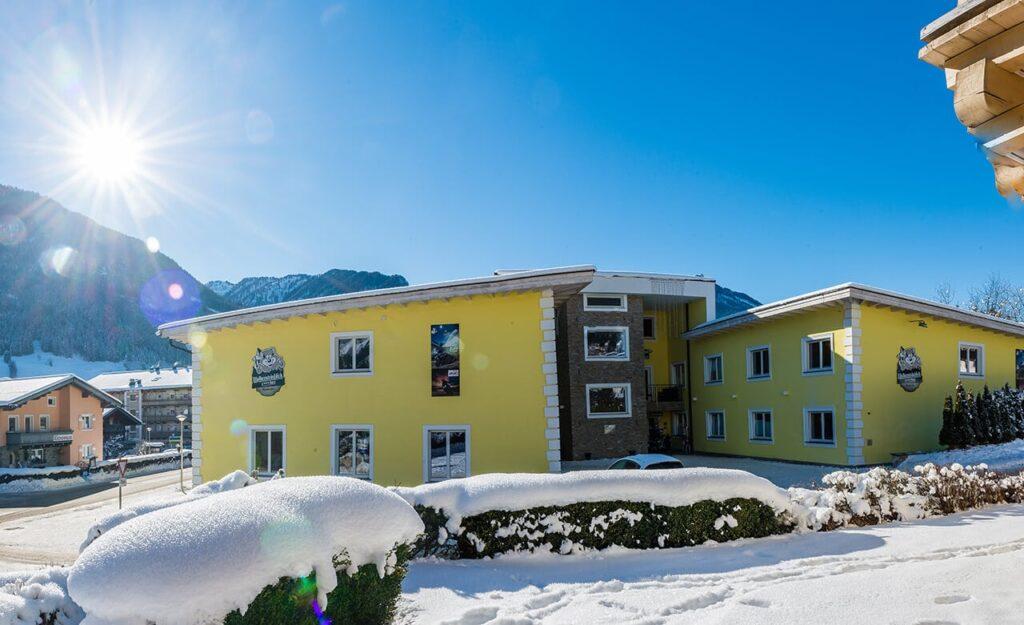 Wolkensteinblick neukirchen facade skitur alfa travel