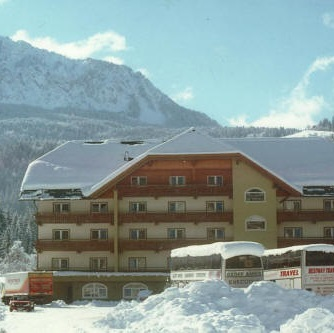 jugendsporthotel Leitner - Nassfeld - skirejse - AlfA Travel - hotel - facade - vinter