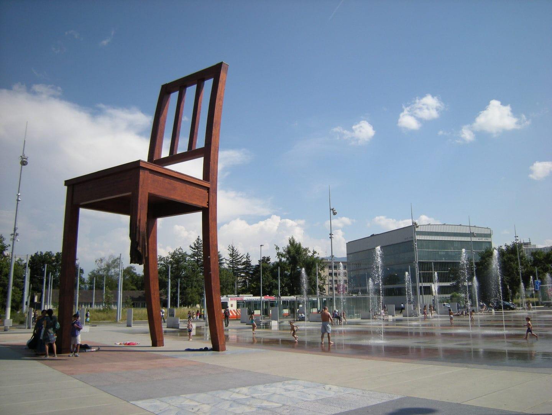 Studietur Geneve Broken Chair