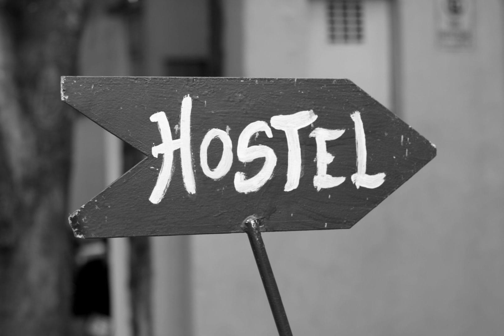 Studietur hostel sign