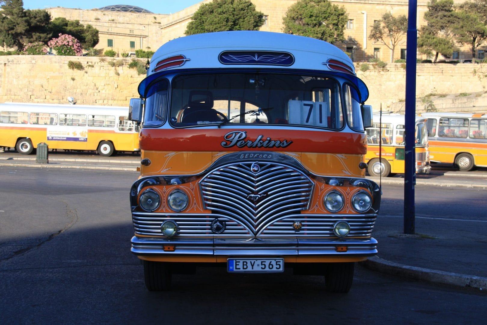 Traditionel-bus-malta-udflugt-studierejser