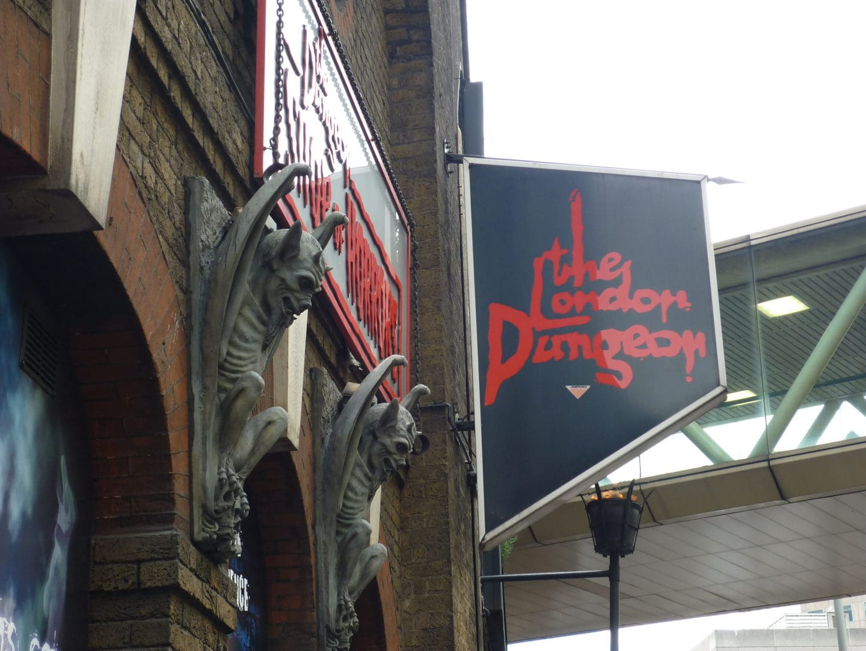 Studietur London Dungeon skilt