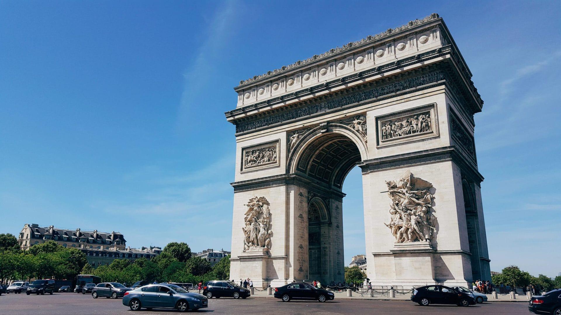 Studietur Paris Triumfbuen