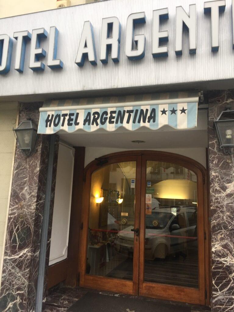 HotelArgentina-Firenze-Studierejser-alfatravel-indgang